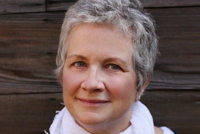 Amish A Secret Life Nederlands.07 07 16 Marion Edwards Exiting Twentieth Century Fox Television